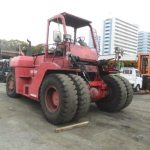a picture of the used KOMATSU Forklift with Mast made in Japan